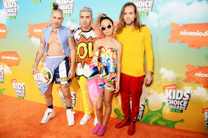 dnce red carpet