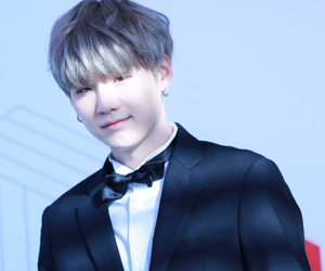 Suga (BTS) 壁紙 probably containing a business suit and a suit titled Suga><♥♔