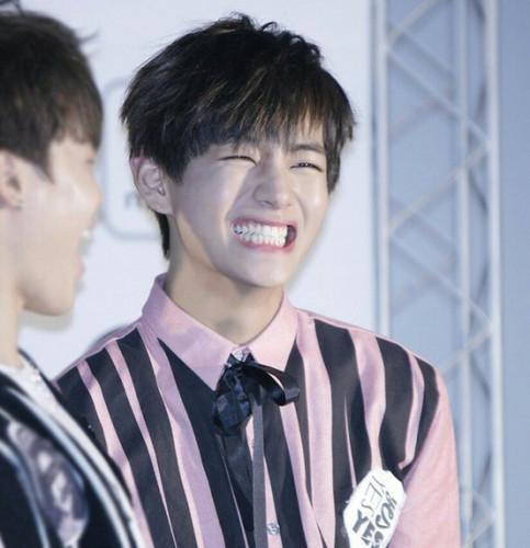 V (BTS) Обои entitled ♥ Handsome Tae ~♥
