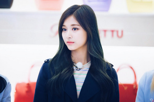 Twice (JYP Ent) achtergrond possibly containing a well dressed person, an overgarment, and an outerwear entitled ♥ Tzuyu ♥