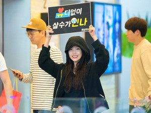 160506 IU at KBS Turn Up The Volume