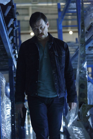 1x13 - Take Me Back To Hell - Malcolm