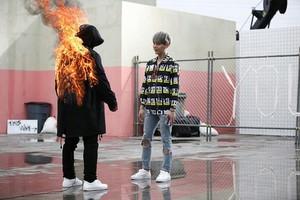 Bangtan boys api, kebakaran ><💉♥💣 ƸӜƷ