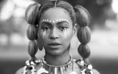 Beyoncé hình nền titled Beyoncé nước chanh Digital Booklet