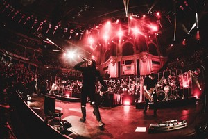 Bring Me The Horizon at Royal Albert Hall 显示