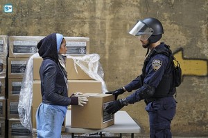 """Containment 1x05 """"Like A 羊 Among The Wolves"""" Promotional 照片"""