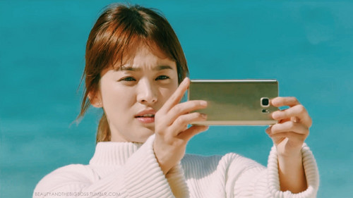 Drama Korea kertas dinding possibly containing a cellular telephone and a portrait titled Descendants of the Sun