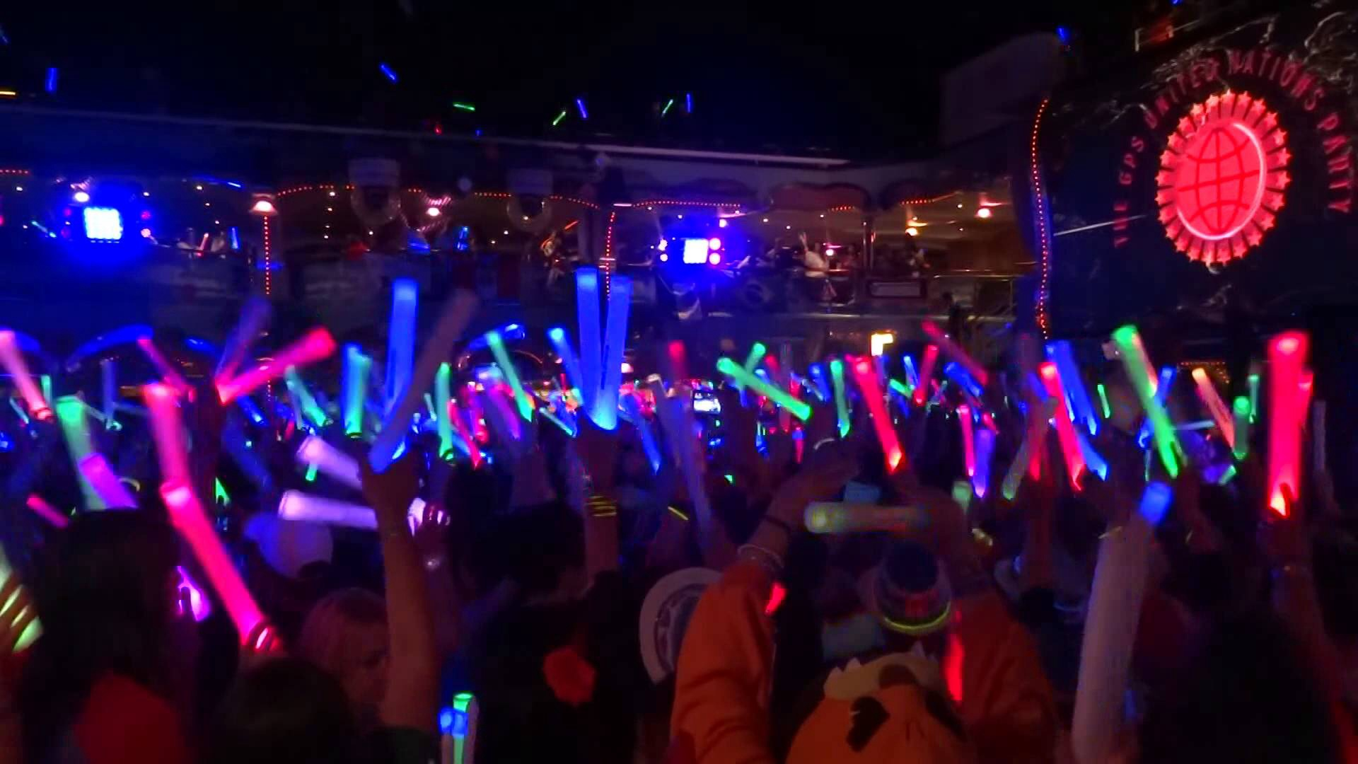 Glow-stick-party-glowsticks-39566519-1920-1080.jpg
