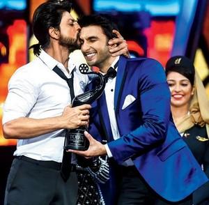 King Khan presents TOIFA Best Actor Award to Ranveer