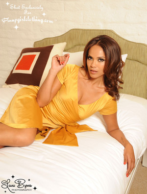 Lesley-Ann Brandt - Pinup Girl Clothing Photoshoot - ゴールド Ava Dress
