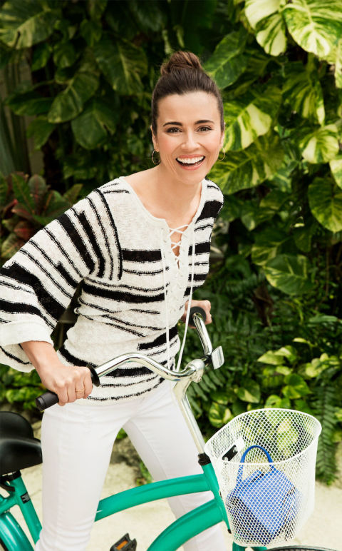 Linda Cardellini - Good Housekeeping Photoshoot - 2015