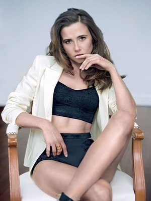 Linda Cardellini - Sharp Magazine Photoshoot - 2015