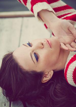 Liv Tyler - বেগুনী Grey Photoshoot - July 2015