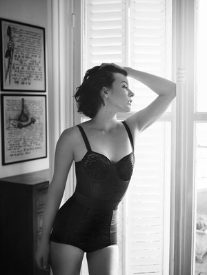 Milla Jovovich - The 編集 Photoshoot - 2013