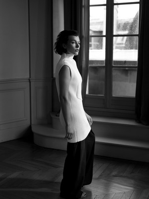 Milla Jovovich - The pas aan Photoshoot - 2013