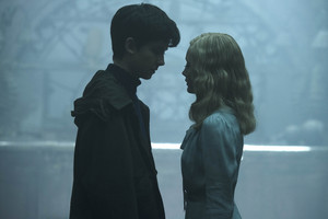 Miss Peregrine's 首页 for Peculiar Children - Jacob and Emma