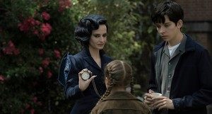 Miss Peregrine's Home for Peculiar Children - Miss Peregrine, Fiona and Jacob