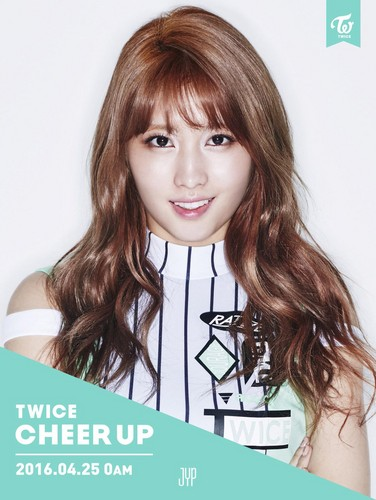 Twice (JYP Ent) achtergrond containing a portrait entitled Momo Cheer Up Teasers