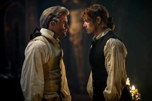 "série TV Outlander 2014 fond d'écran containing a business suit, a well dressed person, and a suit titled Outlander ""Best Laid Schemes"" (2x06) promotional picture"