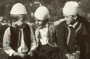 Qeleshe - Plis, 3 Albanian boys in traditional hat