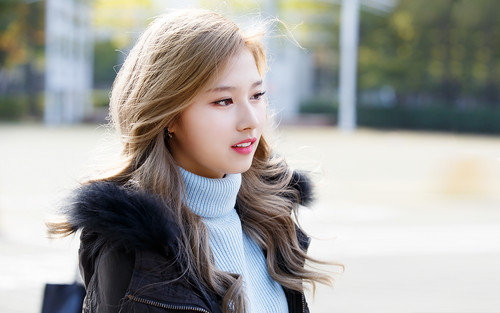 Twice (JYP Ent) Hintergrund probably with a portrait entitled Sana's Hintergrund