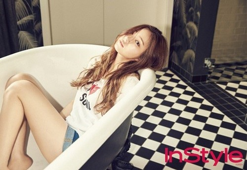Shin Se Kyung hình nền probably containing a hot tub entitled Shin Se Kyung for ''InStyle''
