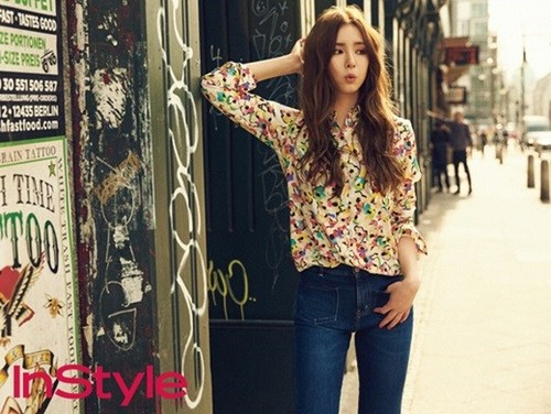 Shin Se Kyung wallpaper containing a sign titled Shin Se Kyung for ''InStyle''