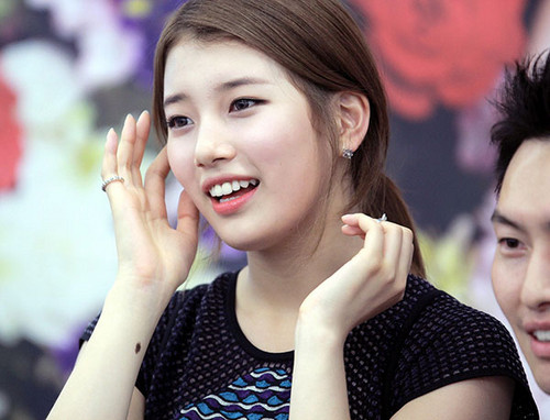 Bae Suzy 바탕화면 possibly containing a portrait titled Suzy