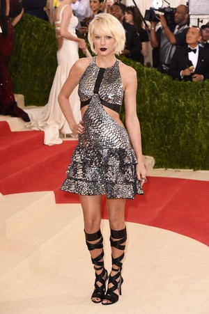 Taylor snel, swift at MET Gala 2016
