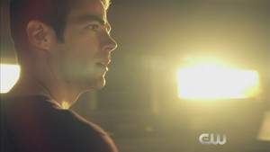 The Flash 2x21 Promo - The Runaway Dinosaur