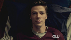 The Flash 2x21 Promo - The Runaway Dinosaur
