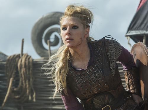 "Vikings (TV Series) karatasi la kupamba ukuta probably containing a surcoat, a hip boot, and a tabard entitled Vikings ""The Last Ship"" (4x10) promotional picture"