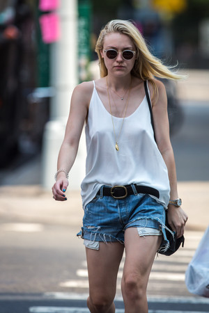 dakota fanning braless pokies in soho nyc 10