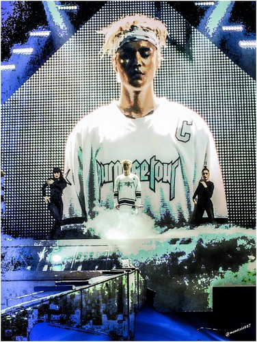 Justin Bieber karatasi la kupamba ukuta possibly with a sign called justin bieber,Purpose World Tour,2016
