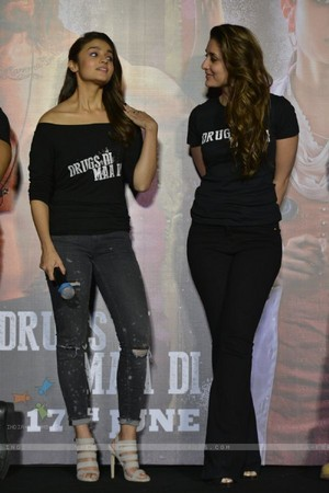 kareena shahid and alia at udta punjab trailer launch