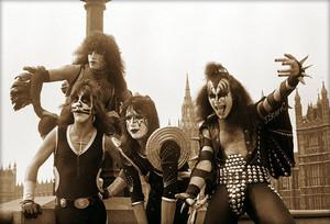 KISS ~London, England…May 10, 1976 (Westminster bridge)