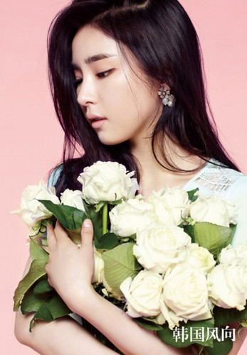 Shin Se Kyung wallpaper containing a bouquet entitled ♥ Shin Se Kyung ♥