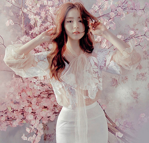 Shin Se Kyung wallpaper probably containing a nightwear titled ♥ Shin Se Kyung ♥