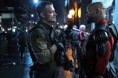 Suicide Squad karatasi la kupamba ukuta with a green beret, a navy seal, fatigues, and kombati entitled 'Suicide Squad' Still ~ Rick Flag and Deadshot