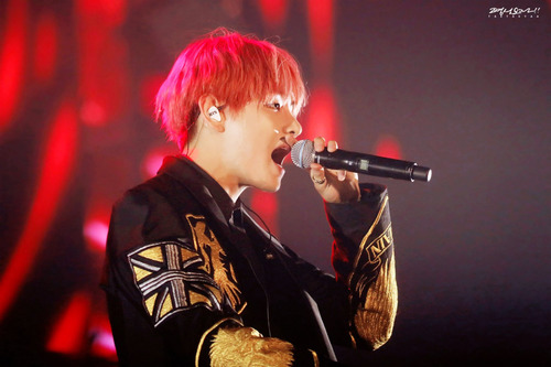 वी (बी टी एस )#A club for Kim Taehyung a.k.a V, the vocalist of BTS! वॉलपेपर with a संगीत कार्यक्रम entitled ❤ V❤
