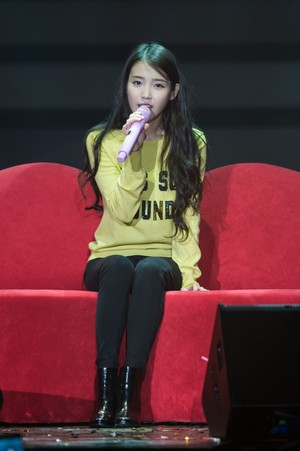 151121 IU 'CHAT-SHIRE' konzert in Seoul Olympic Hall