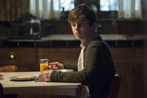 Bates Motel - 4x10 - Promotional Stills