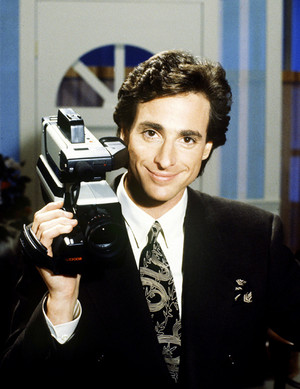 Bob Saget in a promo foto for America's Funniest inicial videos