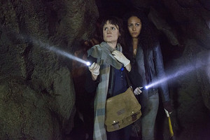 """Containment """"There is a Crack in Everything"""" (1x08) promotional picture"""