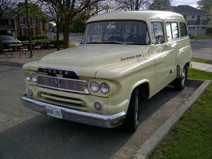 Dodge 100 Town Wagon