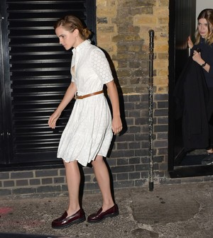 Emma Watson leaving the Chiltern Firehouse (June 9) in Luân Đôn