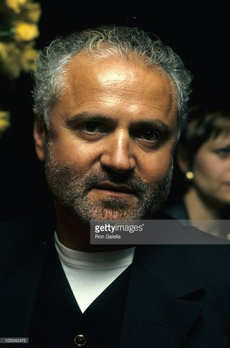 beroemdheden who died young achtergrond entitled Gianni Versace (1946 – 1997)