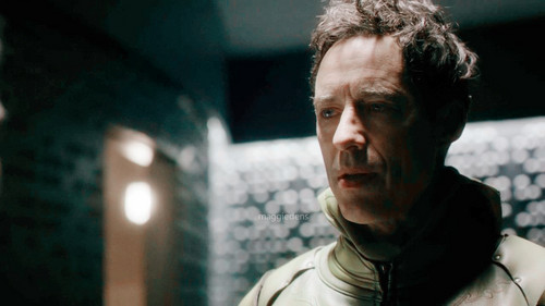 Eobard Thawne Dr Harrison Wells Fondo De Pantalla Possibly With A Calle Titled In The Reverse Flash