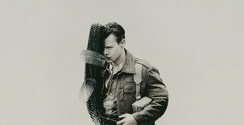 해리 스타일스 바탕화면 containing a green 베레모, 베 레모 entitled Harry Styles Dunkirk