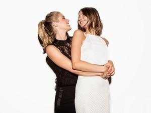 Hotties!!! Emily Bett Rickards & Willa Holland.